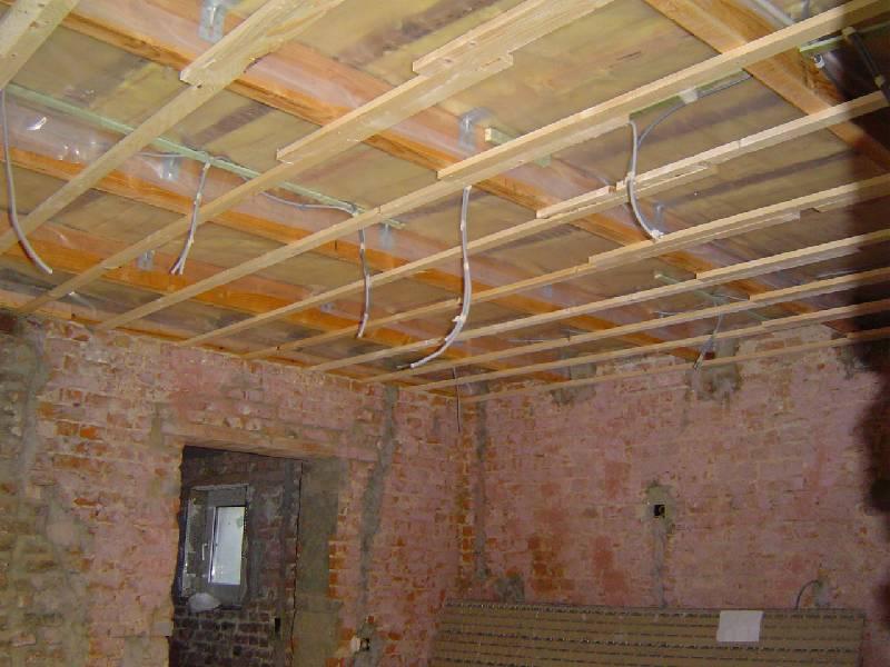 De werken deel 10 - Houten lambrisering plafond badkamer ...