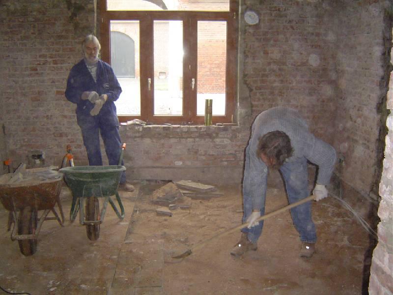 Plafondpanelen Badkamer ~ tegels uithalen en de zandvulling tussen tegels en kelderwelfsels